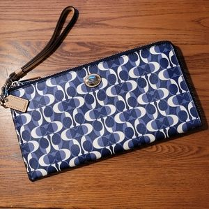 COACH | BLUE & WHITE SIGNATURE WRISTLET